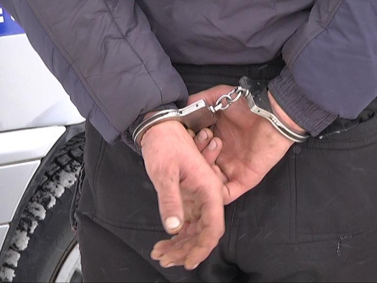 если кражу совершил полицейский с Гляди, них