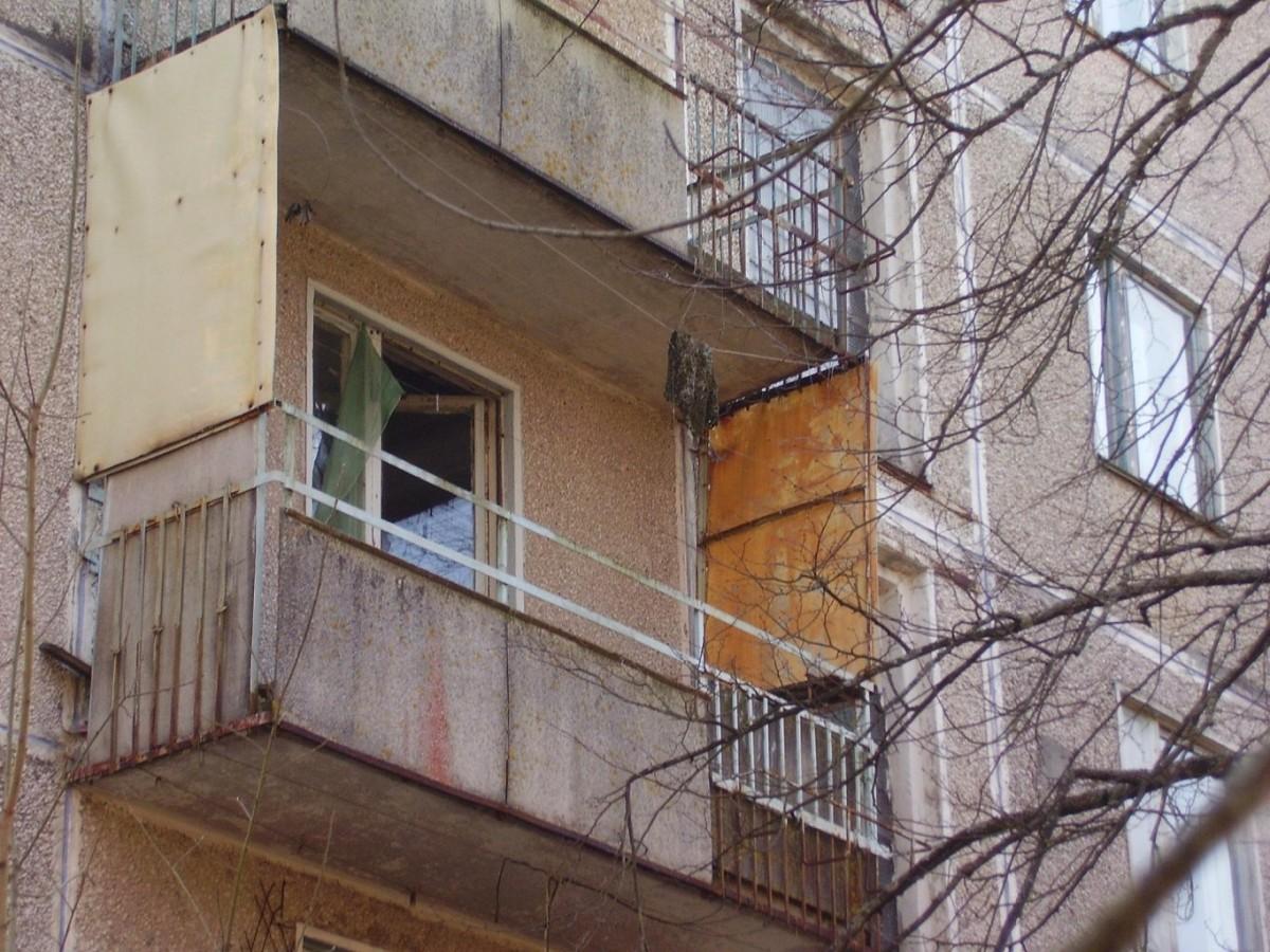 С балкона на профсоюзной улице выпал мужчина.