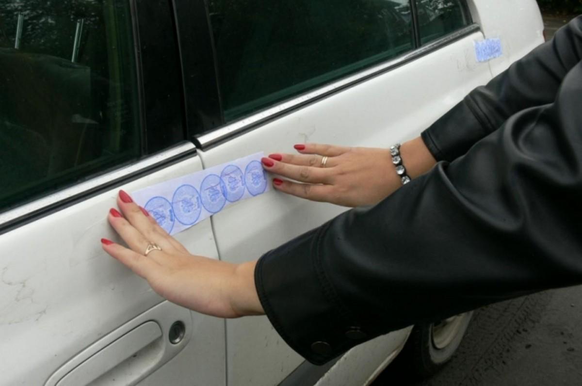 как переоформить автомобиль на который наложен арест сопровождал