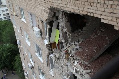 """Взрыв газа на Алтайской, разворотило квартиру в """"общаге"""", дом устоял 42607_v-orenburge-vzryv-gaza-v-kv"""