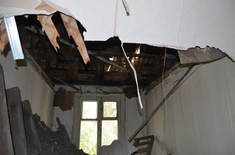 рухнувший потолок